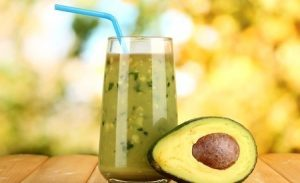 Avocado-peer-sinaasappel smoothie